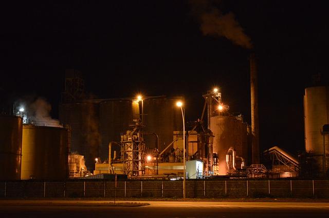 工場 夜勤 女性